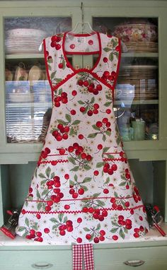 1940 Retro White Cherry Apron!  Also comes in Black Cherry. Source site offers the most fab vintage aprons I've seen, kid's to Wom XL.