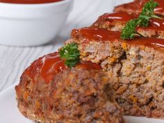 Easy to prepare with pantry ingredients, Italian Meatloaf is super moist and flavorful and the leftovers make great sandwiches the next day. Italian Meatloaf, Turkey Meatloaf, Easy Meatloaf, Meatloaf Recipes, Beef Recipes, Cheddar, Leftover Meatloaf, Cracker Barrel Meatloaf, Fried Apples