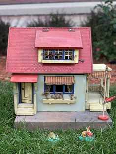 Doll House Plans, Side Porch, Red Roof, Made Of Wood, Dollhouse Miniatures, House Styles, Antiques, Home Decor, Antiquities