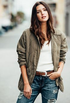 One insider reveals her go-to tips. New Jeans Style, Autumn Winter Fashion, Fall Winter, Winter Style, Style Snaps, All About Fashion, Who What Wear, Casual Wear, Diana