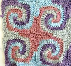 A while ago I came across this amazing granny square pattern on the Crochet me-blog . I had to try it immediately! I am using pure Merino wo...
