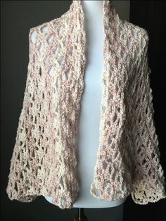 Crochet Shawl The Perfect Lacy Crochet Shawl with FREE Pattern! - YarnHookNeedles - - Are you looking for a crochet shawl pattern that is feminine and dainty? Then you will love this perfect, lacy crochet shawl pattern for FREE! Crochet Saco, Crochet Wrap Pattern, Crochet Shirt, Crochet Patterns, Crochet Vests, Crochet Edgings, Crochet Motif, Crochet Top, Crochet Shrugs