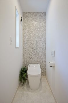 Remodeling Your Bathroom: Choosing Your New Toilet Bathroom Remodel Shower, Bathroom Inspiration Decor, Small Bathroom Makeover, Washroom Decor, Small Toilet Room, Small Bathroom Decor, Toilet Design, Wc Design, Bathroom Design Luxury