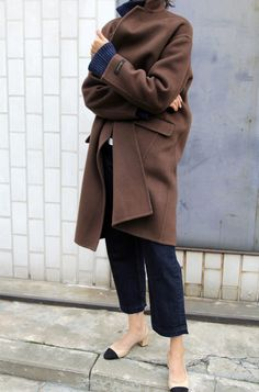 Chanel Cap Toe Slingback Shoes + Women's Designer Looks + Brown Coat for Fall + Street Style Mode Style, Style Me, Fashion Gone Rouge, Look Fashion, Street Fashion, Minimalist Fashion, Autumn Winter Fashion, Winter Style, Casual