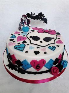 Monster High je stále v kurze. Potešiť malé obdivovateľky môžete takouto krásnou tortou. Autorka: Edith. Tortyodmamy.sk.