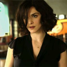 Rachel Weisz and a to-die-for Bob. Gorge.