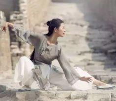 The snake, tai chi chuan China Kung Fu Martial Arts, Chinese Martial Arts, Martial Arts Women, Qi Gong, Tai Chi Chuan, Tai Chi Qigong, Kundalini Yoga, Shaolin Kung Fu, Martial Artists