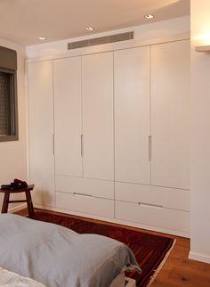 ארון לחדרי שינה הורים מבית דני הנקר