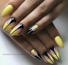 The advantage of the gel is that it allows you to enjoy your French manicure for a long time. There are four different ways to make a French manicure on gel nails. Perfect Nails, Gorgeous Nails, Cute Nails, Pretty Nails, Almond Nail Art, Nailart, Acrylic Nail Shapes, Acrylic Nails, Yellow Nails