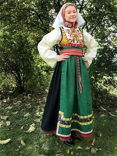 ØTR-hel Folk Costume, Costumes, Thinking Day, Russian Fashion, Traditional Dresses, Norway, American Girl, Bridal Dresses, Womens Fashion