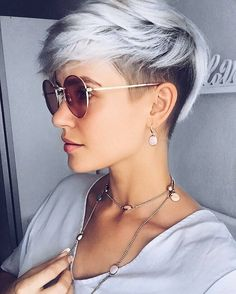10 einfache Pixie Haircut Styles & Farbideen, Trendy Short Frisuren für Frauen, Easy Pixie Haircut Trends , Kurze Frisuren Cute Pixie Haircuts, Pixie Haircut Styles, Curly Hair Styles, Short Haircuts, Haircut Short, Poxie Haircut, Woman Haircut, Pixie Styles, Short Hair Undercut