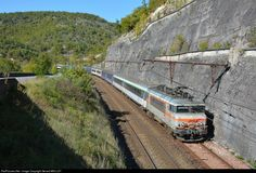 RailPictures.Net Photo: BB 22326 SNCF Alstom-MTE BB 22200 at Mercuès (Lot), France by Gerard MEILLEY