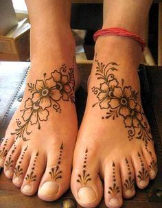 Top Evergreen And Simple Mehndi Designs For Legs & Foot – Henna Henna Tattoos, Toe Tattoos, Henna Tattoo Hand, Henna Body Art, Henna Mehndi, Female Tattoos, Henna Feet, Mehendi, Hand Tats