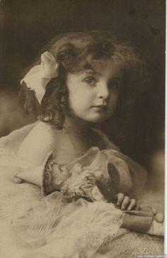 Куклы и дети на старых фото / Дети - фото, картинки / Бэйбики. Куклы фото. Одежда для кукол