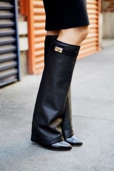 Top editors share their NYFW outfits! Photos by Bek Andersen.love these boots Crazy Shoes, Me Too Shoes, Givenchy Boots, Fashion Shoes, Fashion Accessories, Fashion Black, Over Boots, Mode Shoes, Nyfw Street Style