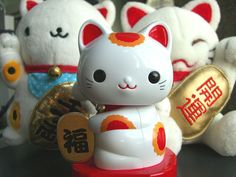 Maneki Neko, lucky waving cat.