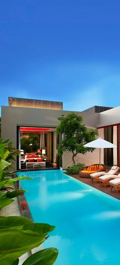 With this gorgeous weather, it would be great to have a garden like this! #garden #design #pool