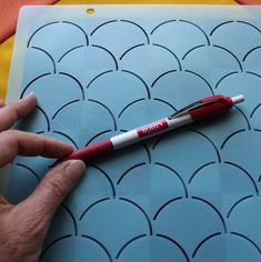 Everything you need to know about how to use stencils for quilting. Lots of tips and information about choosing the best size, marking, and stitching from Julie @ The Crafty Quilter Quilting Stitch Patterns, Quilting Tips, Quilting Designs, Sewing Stitches, Quilting Projects, Quilt Patterns, Quilting Stencils, Quilting Templates, Machine Quilting Tutorial