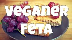 Endlich gibt es einen leckeren veganen Feta, der super einfach selbst zu machen ist. Müsst ihr unbedingt mal ausprobieren! Hier findet ihr das Rezept.