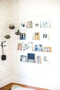 Minimalistic+and+diy+gallery+wall