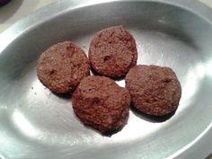 Fase Cruzeiro PP Biscoito Crocante de Chocolate 1 ovo 3 Colher (es) de sopa de farelo de aveia 1 Colher (es) de sopa de farelo de trigo 1 Colher (es) de sopa de bem cheia de adoçante culinário 1 Colher (es) de sobremesa de cacau em pó 1 Colher (es) de chá de fermento em pó Gota (s) de de baunilha opcional Misture bem todos ingredientes acrescentando o fermento por último. Coloque colheradas em um prato para micro-ondas e asse na potência máxima por 3 minutos e meio.
