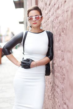 Dressing Up: Noir & Blanc avec Haute Off The Rack - Gants Leather Driving Gloves, Black Leather Gloves, Gloves Fashion, Fashion Accessories, Winter Outfits Women, Spring Outfits, Half Gloves, Women's Gloves, Fashion Outfits