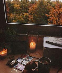 Kimbilir dedi kalemim Belki Ekim sana iyi gelir… Bekleyelim… Bir şarkı duyarsın, Bir kitap okur, Belki bir şiir bile yazarsın… Yeniden anlatırsın Aşk'ı Günler kısalır geceler uzar… Bir yıldız kayar karanlıkta dilek tutarsın… Gerçek olur belki kimbilir…? Bekleyelim… Belki de sahiden iyi gelir sana Ekim… . Arzu Eşbah