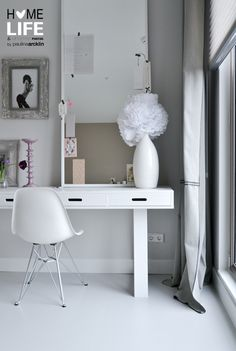 VTwonen huis Wittekaap  © Paulina Arcklin: I love this feminine grey and white room.