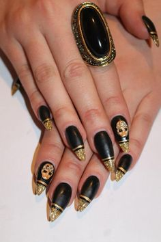 Golden Nails Art Design - Fashion Diva Design