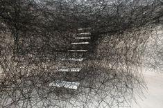 © Chiharu Shiota, Stairway (Schleswig-Holsteinischer Kunstverein, Kunsthalle zu Kiel)