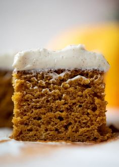 This pumpkin sheet cake is a legit pumpkin dream cake! It's so moist and flu… This pumpkin sheet cake is a legit pumpkin dream cake! It's so moist and fluffy and flavorful. With a blanket of cinnamon cream cheese frosting! Pavlova, Cupcakes, Cupcake Cakes, Nake Cake, Pumpkin Sheet Cake, Pumkin Cake, Pumpkin Spice Cake, Vegan Pumpkin, Cold Cake