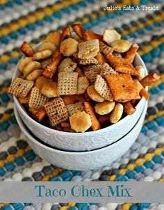 Taco Chex Mix ~ Spice up your favoite snack mix! via www.julieseatsandtreats.com #recipe #snackmix