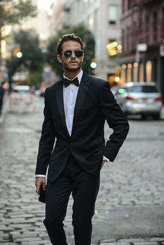 FEATURED: Express Tuxedo & stretch cotton shirt In the brief moments I'm back in the city, between my trips, I have a ton of content and outfits to shoot so here's one of the first …
