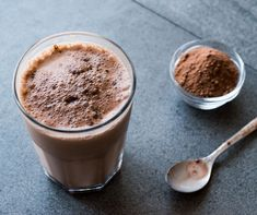 Craving something sweet in the morning? Then whip up our Maple Buttercup Shakeology with a touch of maple syrup + all natural peanut butter. Get the recipe. Plats Weight Watchers, Weight Watchers Meal Plans, Chocolate Protein Shakes, Chocolate Shake, Homemade Chocolate, Homemade Protein Shakes, Banana Split, Malta, Fondant Au Caramel