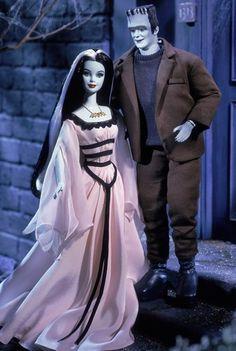 Barbie and Ken Dolls as The Munsters giftset. Designed by: Sharon Zuckerman Release Date: Product Code: 50544 Pop Culture / Barbie Loves Pop Culture Barbie Blog, Barbie Et Ken, Ken Doll, Celebrity Barbie Dolls, Bad Barbie, Ashton Drake, Marie Osmond, Janet Jackson, Michael Jackson