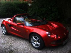 The Lotus Elise only has room for one! Perfect for the Groom or Best Man. This car can be ordered on its own or used in conjunction with another car from the Roses and Royces fleet. The Elise has red paintwork and a very sparse interior, perfect for those who like to make an entrance!