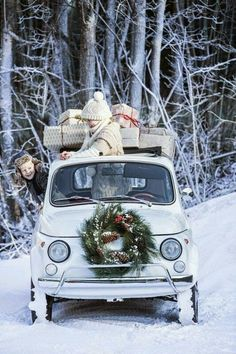 White Christmas in Fiat 500 Christmas Car, Christmas Time Is Here, Merry Little Christmas, Country Christmas, All Things Christmas, Vintage Christmas, Christmas Holidays, Christmas Decorations, Christmas Games