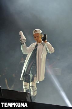 GD at F1 Night Race Singapore (cr on pic)#193