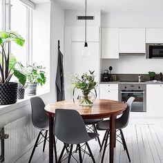 A stunning kitchen diner via @entrancemakleri Good night all ✨ . #kitchen #kitchendecor #nordichome #nordicinspiration