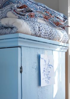 love blue and white. Decor, Shabby Chic, Cottage, Interior, White Cottage, Blue House, Blue, Blue And White, Country Blue