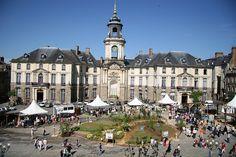 La place de la Mairie de #Rennes comme on aimerait la voir tous les jours ! #fermeenville