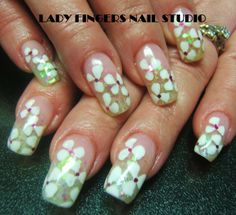 #nail #nails #nailart #nailporn #nailideas #naildesign #trendynails #gelnails #gelpolish #nailpolish #art #gelmanicure #manicure #springnails #squarenails #flowers #white #glitter