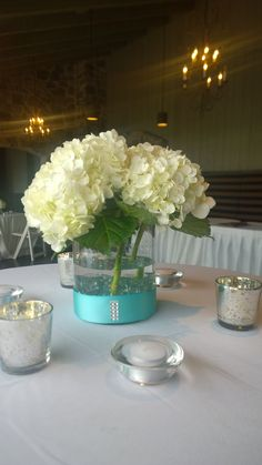 Short centerpiece with tiffany blue accents