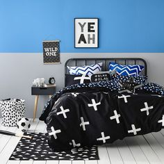 Simple Black, White and Blue and everything in between. Can;t go wrong. Max Bedlinen