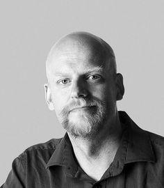 Maailman vanhin ammatti on kääntäjä. Se on huonosti palkattu eikä kovin arvostettu työ, mutta jos tulkki tulkkaa väärin, syttyy sota, kirjoittaa Janne Saarikivi.