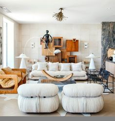 Design veteran Kelly Wearstler outfitted her own Malibu beach house with bold decor. The Afra & Tobia Scarpa Soriana sofa and pair of matching lounge chairs she chose are a perfect marriage of interesting shapes and neutral palette. Living Room Inspiration, Interior Design Inspiration, Home Interior Design, Interior Decorating, Interior Plants, Contemporary Interior Design, Contemporary Bathrooms, Contemporary Design, My Living Room