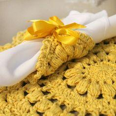EuroRoma Brilho dando um charme todo especial para essa mesa linda!😍 @marcelonunescroche #artecomeuroroma #artesanato #croche #crochet #crochetandocomeuroroma #eurofios #euroroma