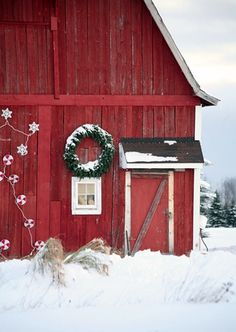 Red Farmhouse Barn Decorated For Christmas !