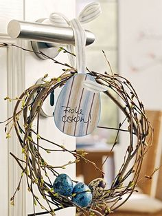 love this twiggy wreath and the little speckled eggs!