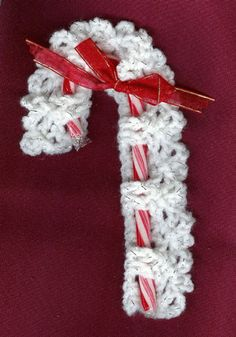 Free #Crochet Pattern for Candy Cane Covers Ornaments